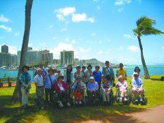 夢のハワイでダイヤモンドヘッドを背景に記念撮影