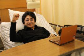 病室支店で本稿の執筆を終えた垣内さん